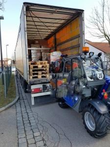 Verladen von Hilfsgütern in Pfaffenhofen